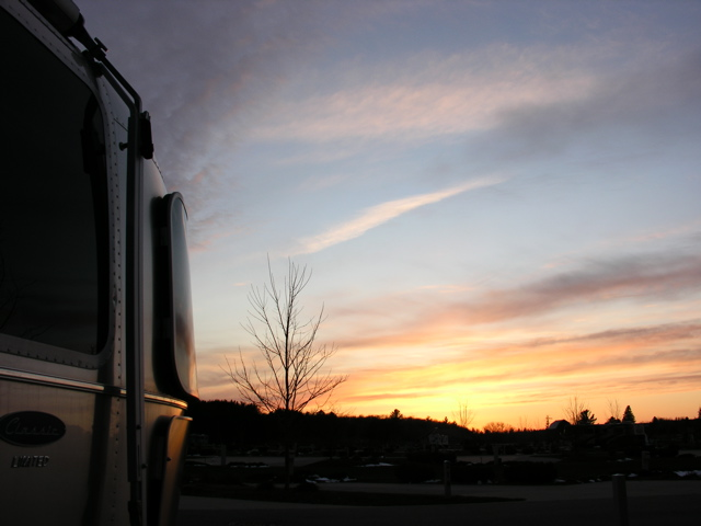 Click image for larger version  Name:RR Sunset 4-14-07 2.jpg Views:67 Size:81.8 KB ID:35650
