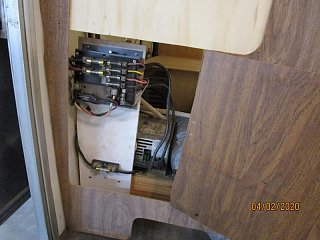 Click image for larger version  Name:2004 Fuse Panel Behind Door-800x600.jpg Views:32 Size:65.3 KB ID:364767