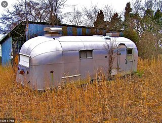 Click image for larger version  Name:Airstream_in_a_field_-_Google_Search.jpg Views:23 Size:555.3 KB ID:366171