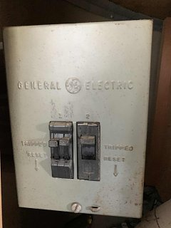 Click image for larger version  Name:Airstream circuit breakers.jpg Views:10 Size:218.0 KB ID:369313