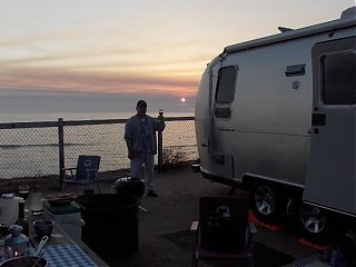 Click image for larger version  Name:HPIM0747 Larry toasting at sunset.jpg Views:119 Size:49.1 KB ID:37321
