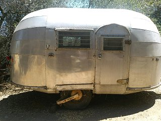 Click image for larger version  Name:1948 Airstream side view.jpg Views:9 Size:343.1 KB ID:374520