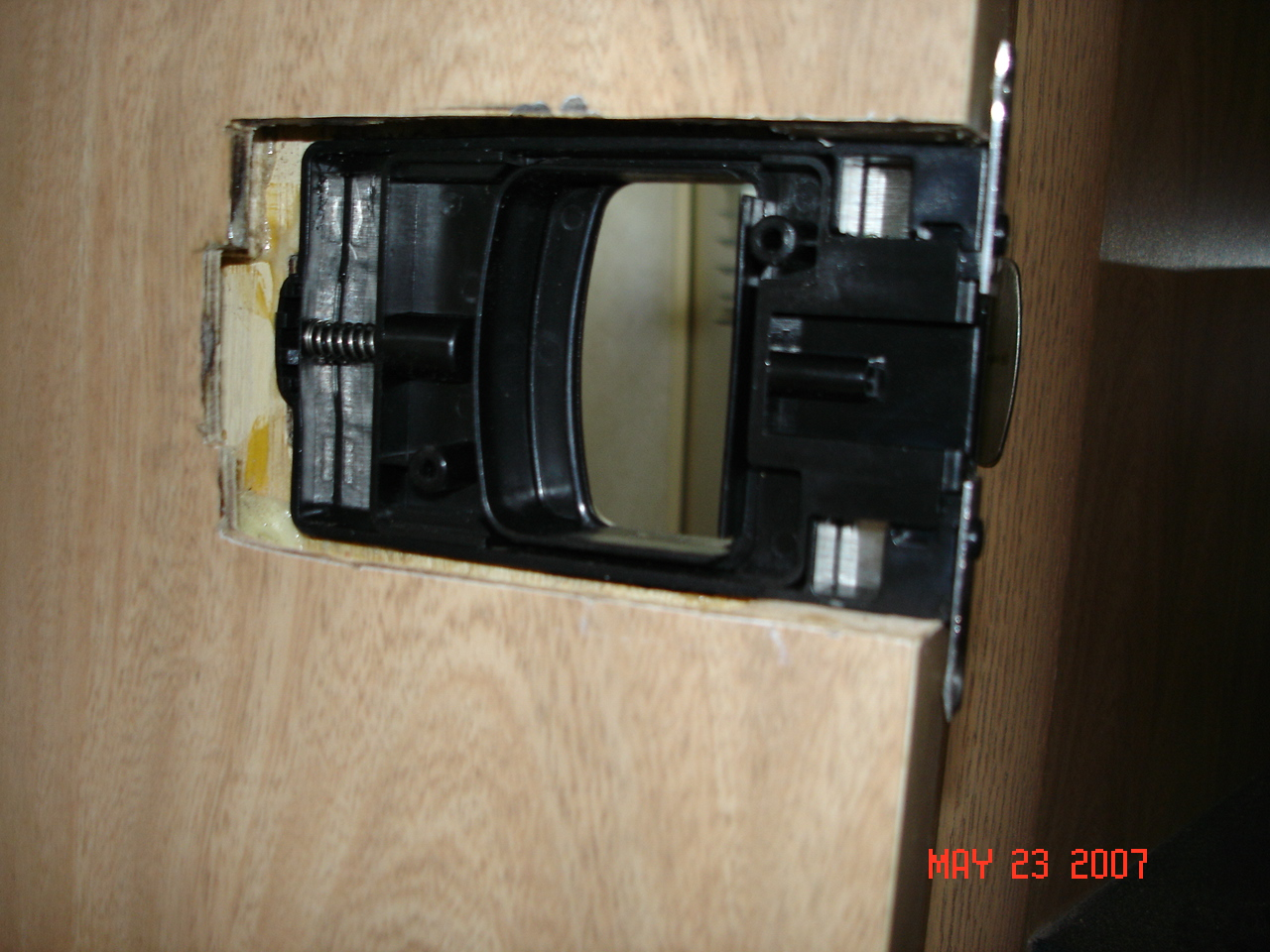 Click image for larger version  Name:Inside latch in place.JPG Views:103 Size:493.7 KB ID:37798