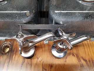 Click image for larger version  Name:Old and New Filtered Water Faucet 1.jpg Views:11 Size:440.5 KB ID:382364