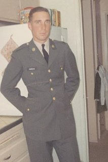 Click image for larger version  Name:Bob in the army.jpg Views:5 Size:32.4 KB ID:382970