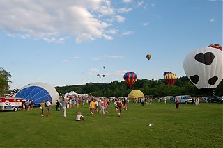 Click image for larger version  Name:Balloons-2.jpg Views:114 Size:88.0 KB ID:38644