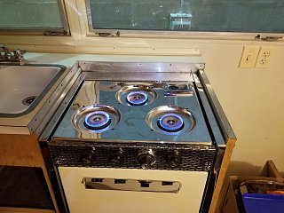 Click image for larger version  Name:Stove Operating in Trailer.jpg Views:16 Size:308.6 KB ID:390396