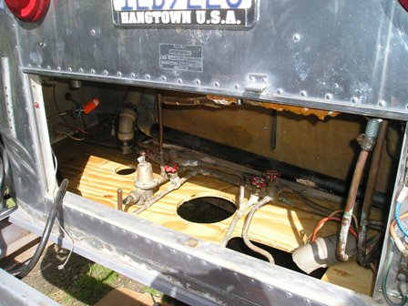 Click image for larger version  Name:TANK. FLOOR replacement Airstream 2007 041.jpg Views:129 Size:45.4 KB ID:39292
