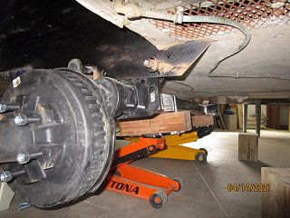Click image for larger version  Name:2104 Axle 2 Jacks Front-800x600.JPG Views:9 Size:81.6 KB ID:393776