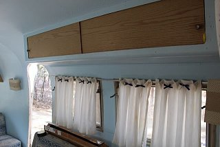 Click image for larger version  Name:storage-above-couch.jpg Views:12 Size:32.4 KB ID:394005