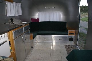Click image for larger version  Name:Airstream 2007small 010.jpg Views:106 Size:45.7 KB ID:39593