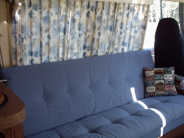 Click image for larger version  Name:couch640.jpg Views:501 Size:74.1 KB ID:3965