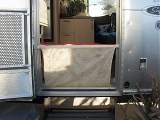 Click image for larger version  Name:HPIM0888 Door dog net in place.jpg Views:136 Size:94.6 KB ID:39834