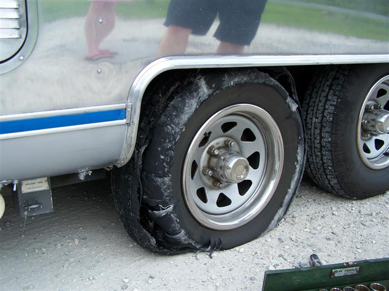 Click image for larger version  Name:Blown Tire (Medium).jpg Views:121 Size:86.0 KB ID:41022
