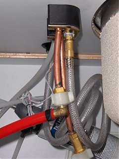 Click image for larger version  Name:HPIM1086 plumbing to faucet.jpg Views:113 Size:70.6 KB ID:41549