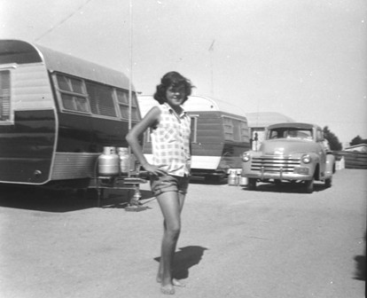Click image for larger version  Name:1952...girl in trailer park.jpg Views:68 Size:28.1 KB ID:41648
