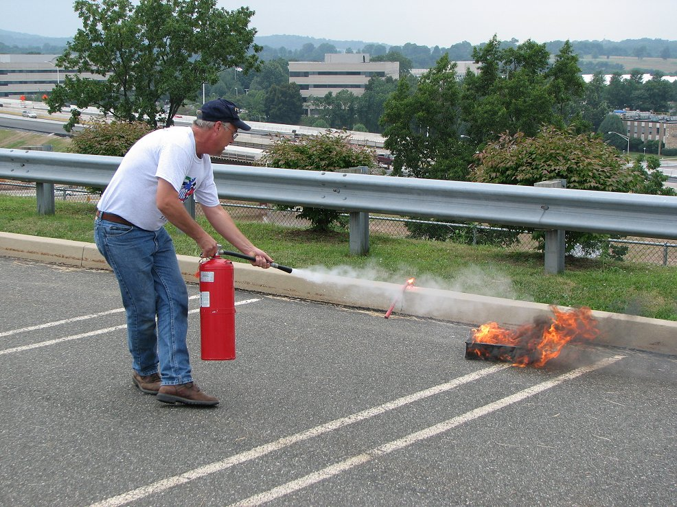 Click image for larger version  Name:Fire extinguisher demo.jpg Views:84 Size:249.4 KB ID:41792