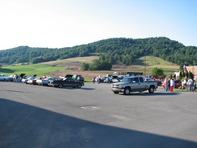 Click image for larger version  Name:Car show at factory outlet 2.jpg Views:52 Size:55.5 KB ID:41951