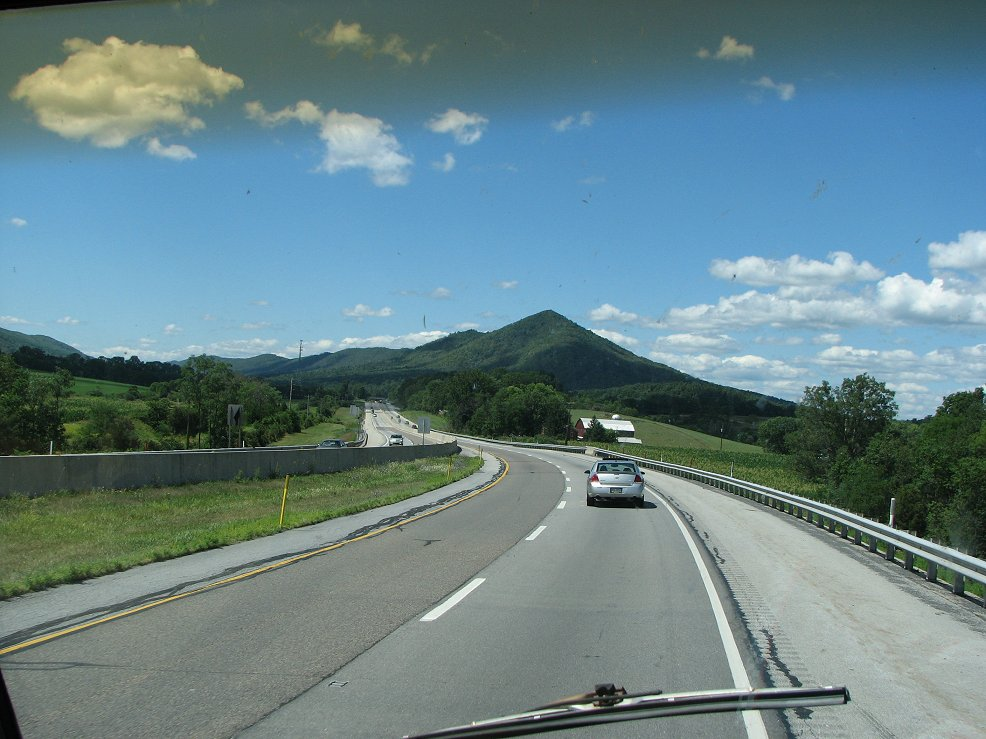 Click image for larger version  Name:Pretty mountain & clouds.jpg Views:64 Size:133.6 KB ID:41955