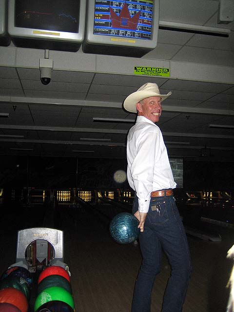Click image for larger version  Name:kevin cosmic bowling.jpg Views:56 Size:56.8 KB ID:41977