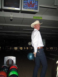 Click image for larger version  Name:kevin cosmic bowling.jpg Views:70 Size:56.8 KB ID:41977
