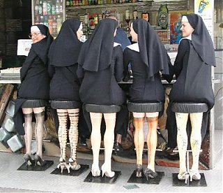 Click image for larger version  Name:nuns-at-the-bar with burt.jpg Views:94 Size:35.5 KB ID:42261