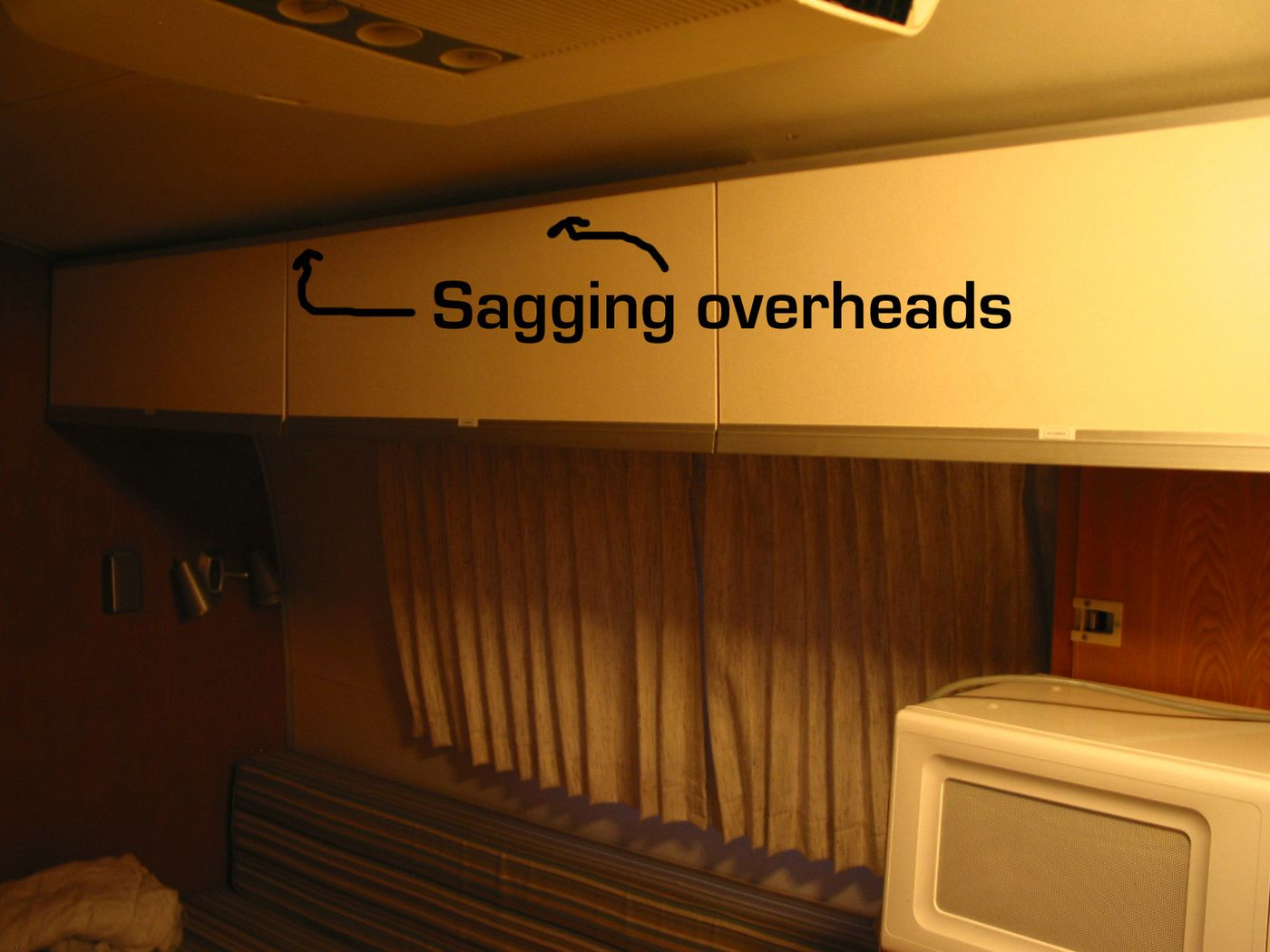 Click image for larger version  Name:sagging overheads [%P].jpg Views:78 Size:136.6 KB ID:42866