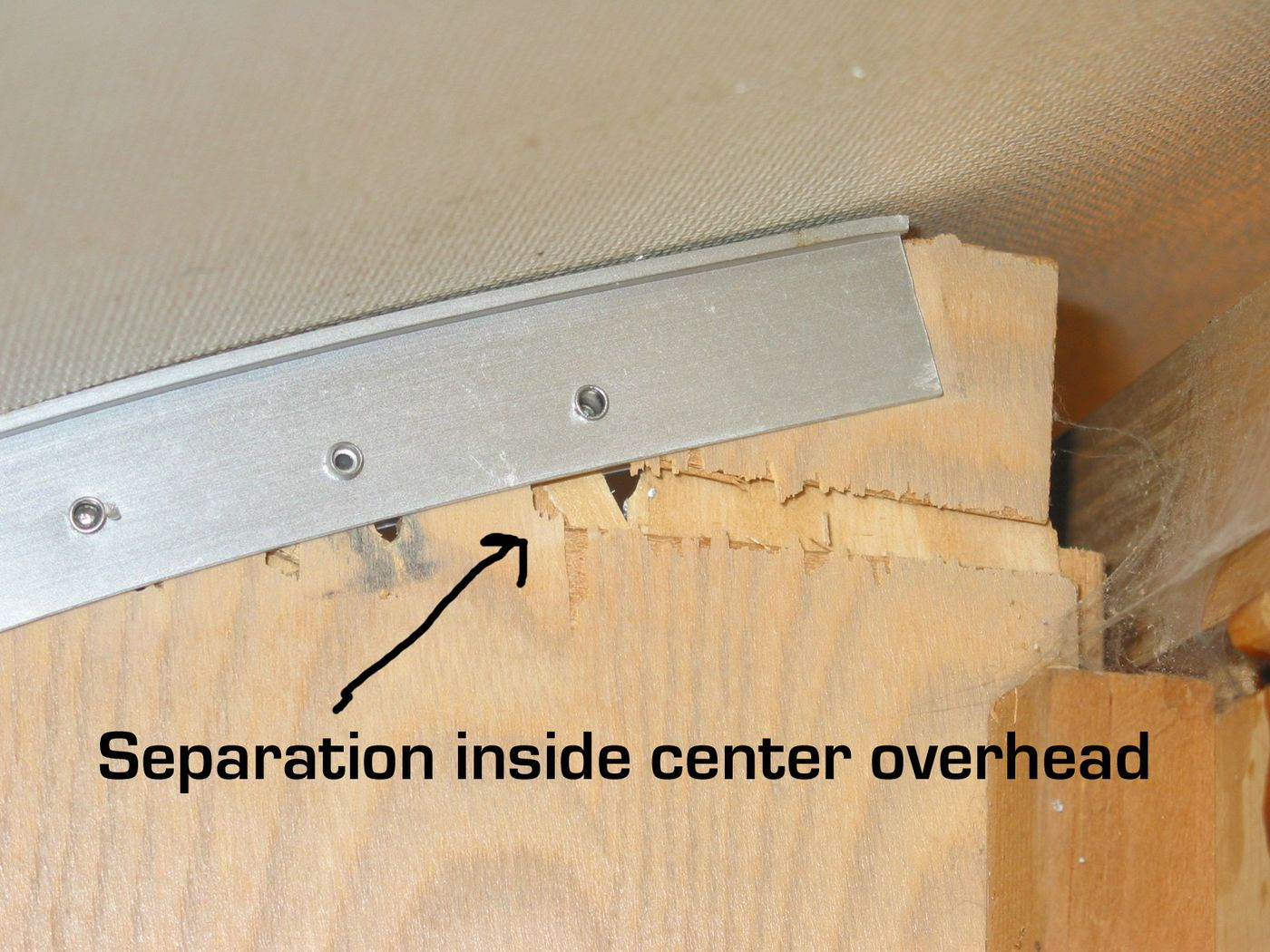 Click image for larger version  Name:center overhead crack [%P].jpg Views:77 Size:222.8 KB ID:42869