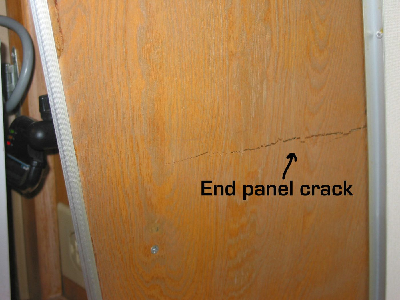 Click image for larger version  Name:end panel crack 1 [%P].jpg Views:69 Size:169.4 KB ID:42870