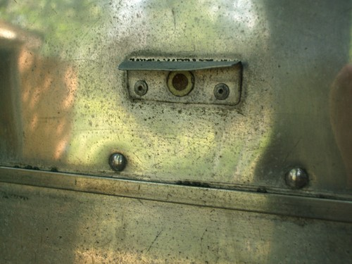 Click image for larger version  Name:'64 TW above rear power ctr access- what is this.jpg Views:93 Size:58.8 KB ID:43375