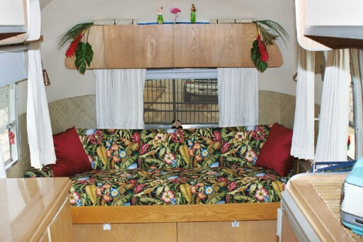 Click image for larger version  Name:tinhutcouch.jpg Views:245 Size:86.8 KB ID:4343