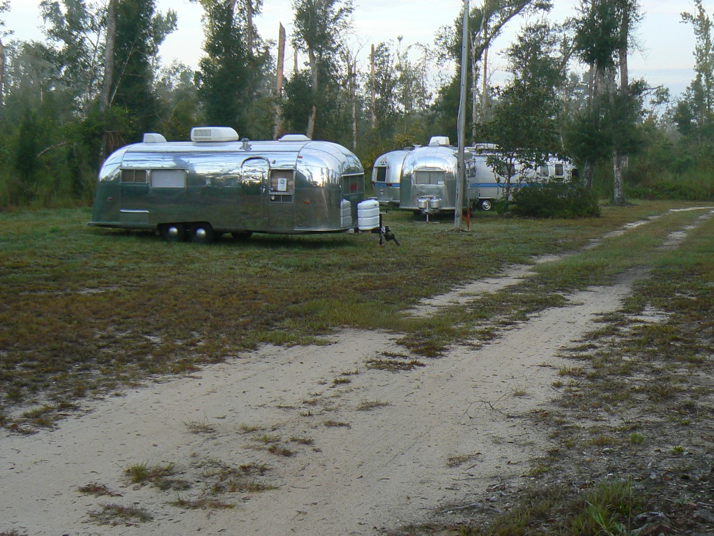 Click image for larger version  Name:airstreams in storage at Mystic Springs.JPG Views:62 Size:373.4 KB ID:44187