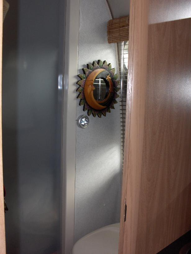 Click image for larger version  Name:HPIM1343 LED bathroom light.jpg Views:107 Size:43.4 KB ID:45328