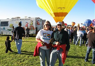 Click image for larger version  Name:Carol_Jerry_Balloon_Fiesta2007_sm.jpg Views:83 Size:205.3 KB ID:46663