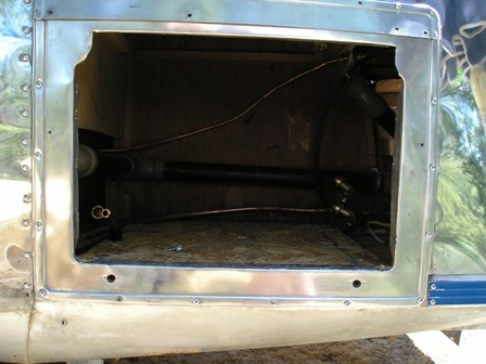 Click image for larger version  Name:Airstream - New water heater install 6-07 030.jpg Views:98 Size:41.3 KB ID:46719