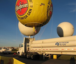 Click image for larger version  Name:Hydrogen_balloon_filling.jpg Views:77 Size:166.9 KB ID:46873