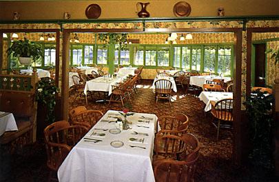 Click image for larger version  Name:diningroom-1.JPG Views:124 Size:53.5 KB ID:47170
