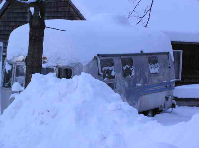 Click image for larger version  Name:snowbound.jpg Views:226 Size:19.7 KB ID:4735
