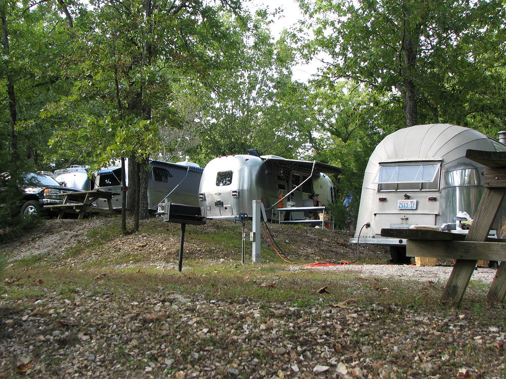 Click image for larger version  Name:Trailers on hill.JPG Views:50 Size:341.3 KB ID:47453