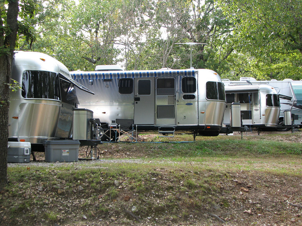 Click image for larger version  Name:Trailers on hill R.JPG Views:50 Size:325.6 KB ID:47456
