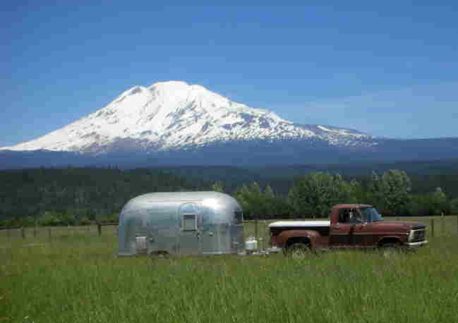 Click image for larger version  Name:Area 33 2007 with Mt Adams.jpg Views:402 Size:14.8 KB ID:48551