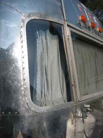 Click image for larger version  Name:Wing Window Fix Drill Rivets.jpg Views:64 Size:21.1 KB ID:48626