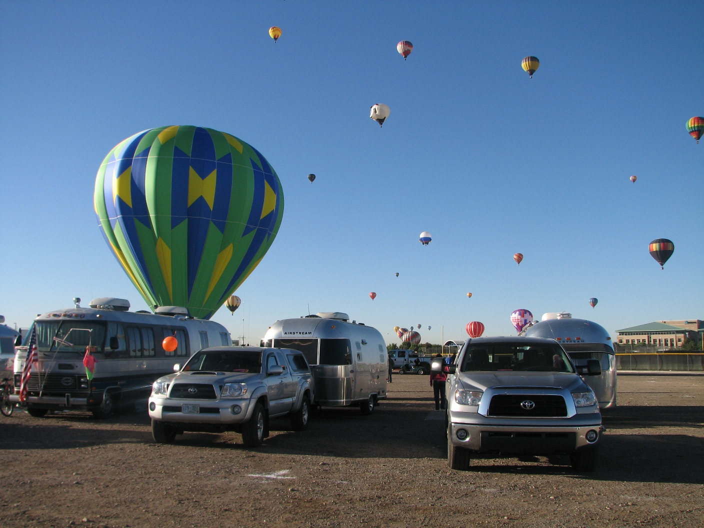 Click image for larger version  Name:balloons5.jpg Views:82 Size:627.1 KB ID:50424