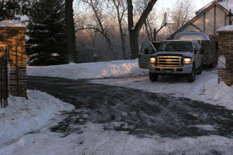Click image for larger version  Name:Michelle in my driveway.jpg Views:59 Size:133.3 KB ID:50730