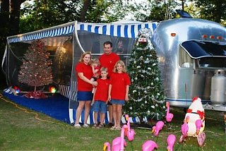 Click image for larger version  Name:Christmas_In_July_Rally_7-20-07_071[1].jpg Views:70 Size:65.5 KB ID:51327