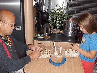Click image for larger version  Name:HPIM1960 Larry & Emma making dumplings.jpg Views:146 Size:90.6 KB ID:51490