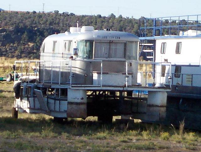 Click image for larger version  Name:Houseboat, a.JPG Views:313 Size:59.7 KB ID:51738