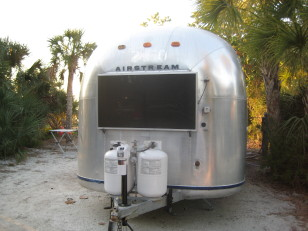 Name:   Airstreamatftdesoto07.jpg Views: 438 Size:  31.7 KB