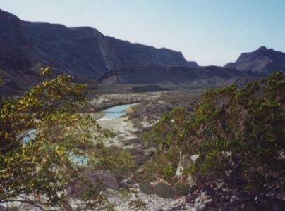 Click image for larger version  Name:rio_grande_in_distance.jpg Views:69 Size:27.6 KB ID:52222