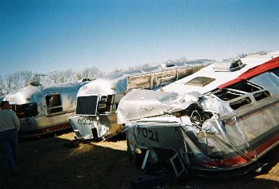 Click image for larger version  Name:airstream wreckage.jpg Views:2000 Size:22.0 KB ID:5283